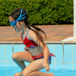 o-mergulho-na-piscina-rasa