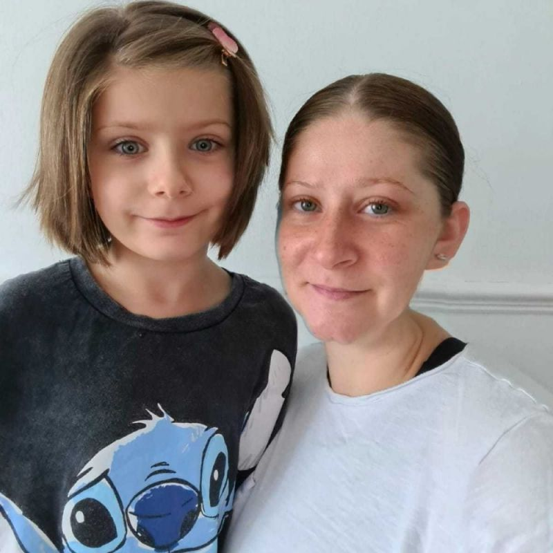 Hero for Mum 'threatened with losing daughter' over housing row