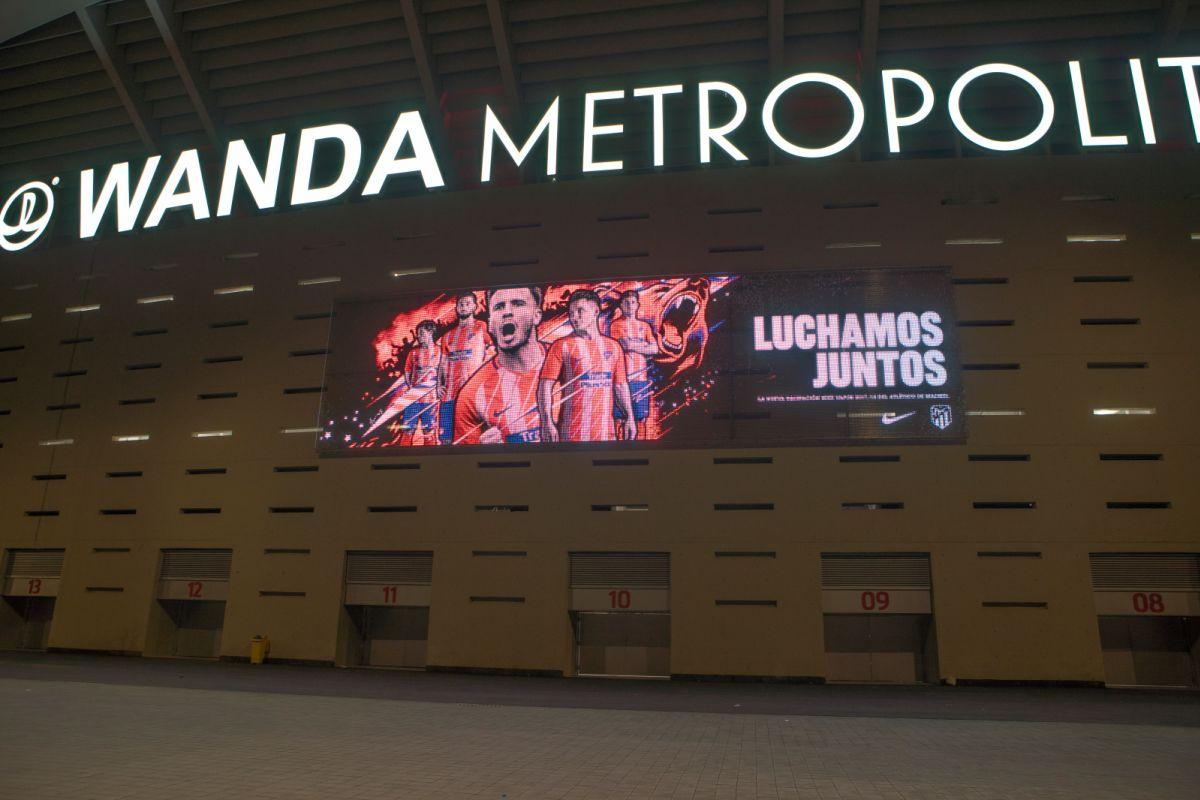 Transparente LED-Medienfassade: Stadion von Atlético ...