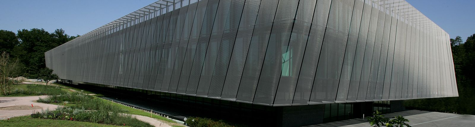 Architectural mesh façade: FIFA headquarters