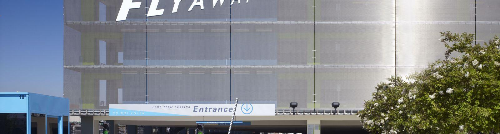 Architekturgewebe von GKD: Sonnenschutzfassade am Van Nuys Airport