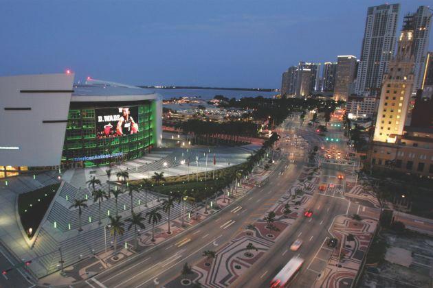 Façade média transparente de l'American Airlines Arena à Miami