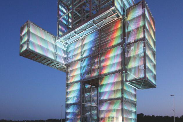 Transparente Medienfassade und Aussichtsplattform – der Indemann