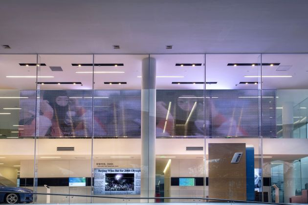 Transparent media façade in the BMW showroom