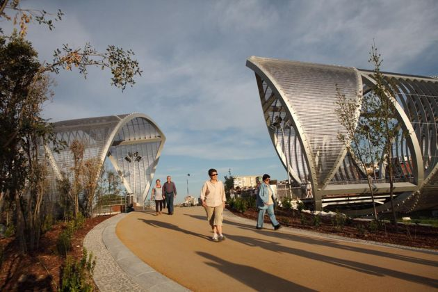 Architectural mesh for gleaming helix in Manzanares Park