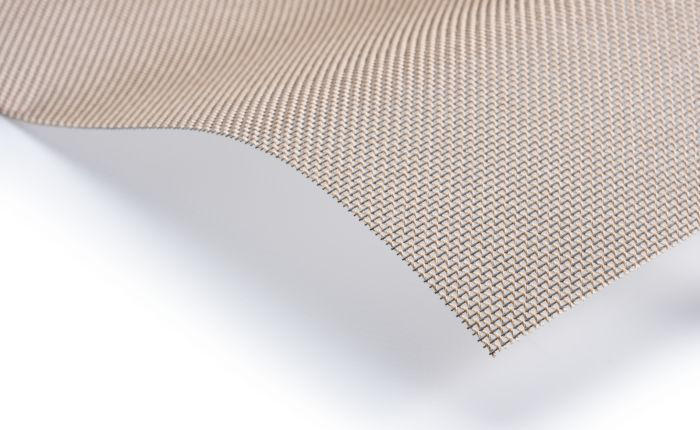 Belts made of hybrid mesh