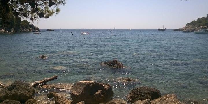 Die Bucht Borča neben der Ortschaft Milna auf der Insel Hvar. (Foto: Tonči Petrić/Stimme Kroatiens
