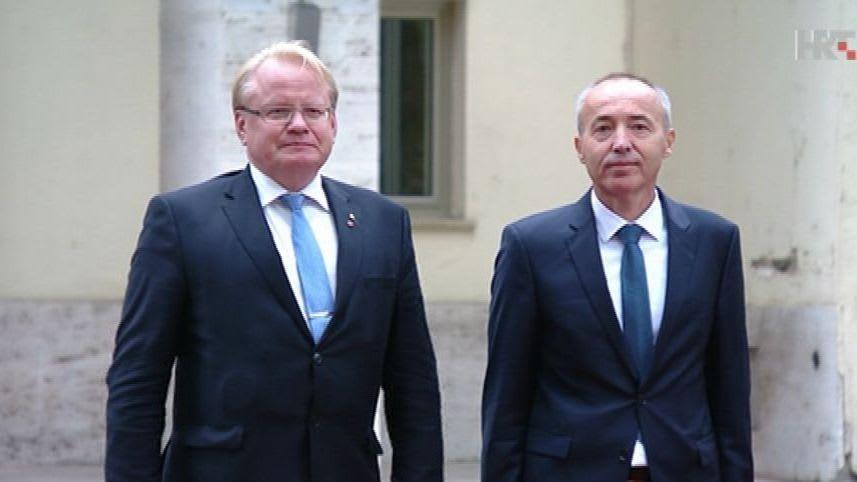 Swedish Minister of Defence Peter Hultqvist and Croatian Minister of Defence Damir Krstičević. (Photo: HRT)