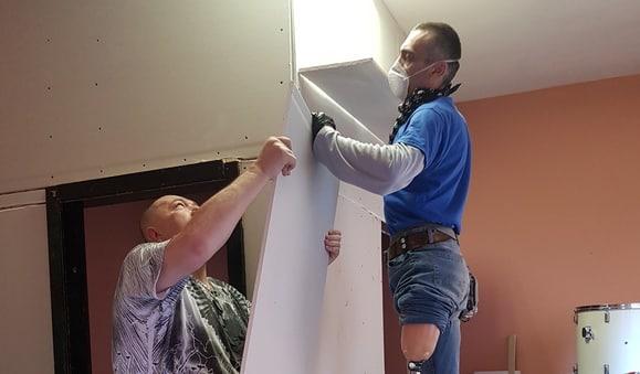 "Bauarbeiten an dem ersten Veteranen Radiosenders""Nepokorenigrad"" (Foto. Stimme Kroatiens)"