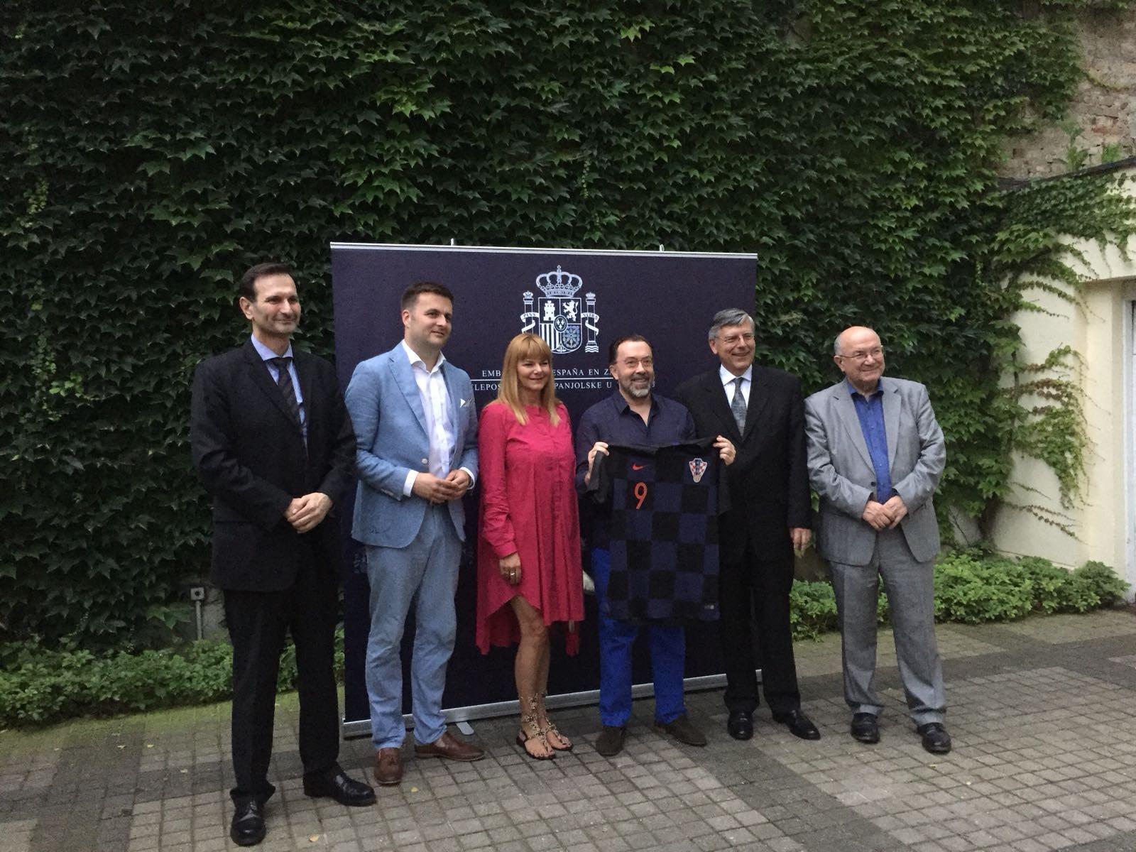 Embajador de España con amigos