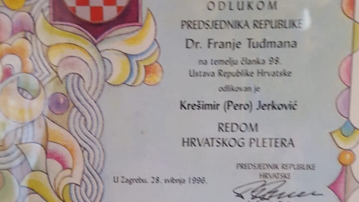 Condecoración del presidente de Croacia dr. Franjo Tuđman