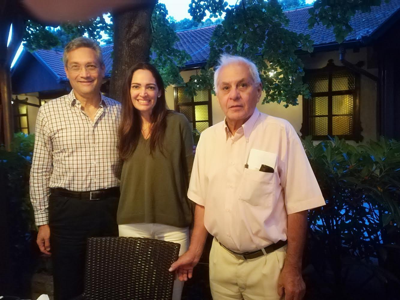 Tomislav Topić y esposa con David Rey