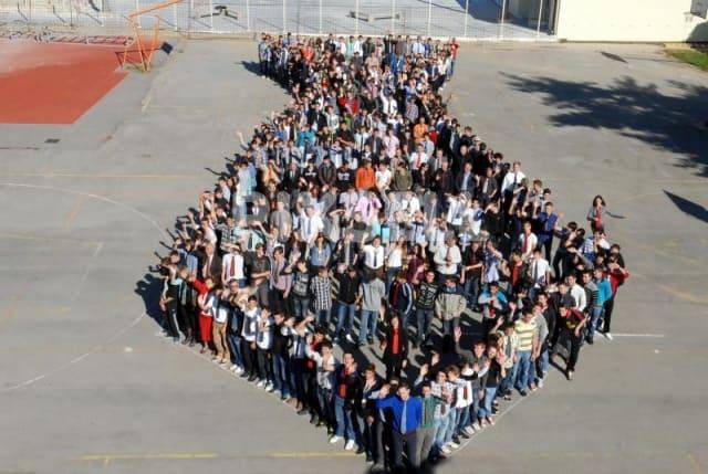 Milenijska fotografija učenika Tehničke škole u Bjelovaru (Foto: Damir Spehar/PIXSELL)