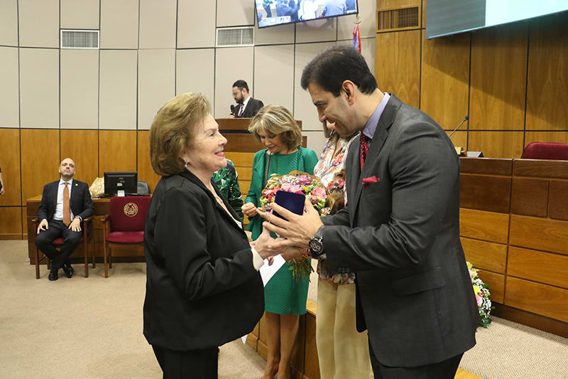 Medalla a la profesora Teresa Stipanovich