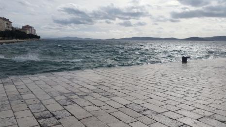 Das andere Gesicht der Grußkarte aus Zadar – unruhiges Oktober Meer