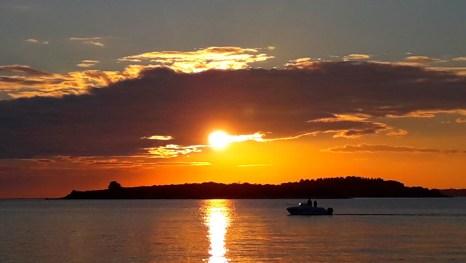 More, naše more, divno li si u jesenje predvečerje...