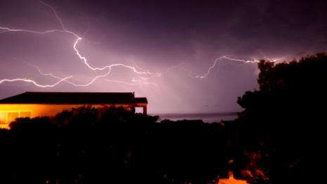 Blitz über der Insel Pag