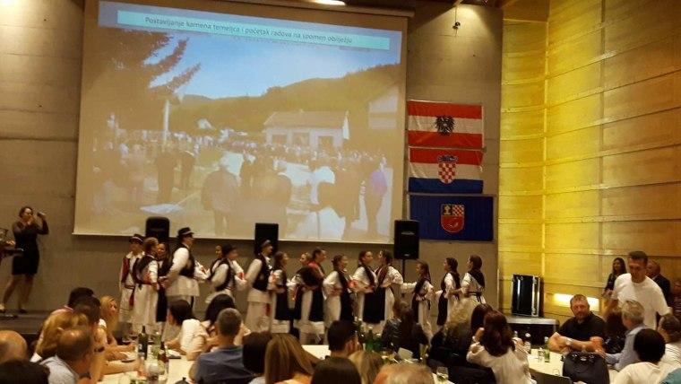 Nastup KUD Croatia iz Innsbrucka (Foto: iz arhive Mirjane Kukavice)