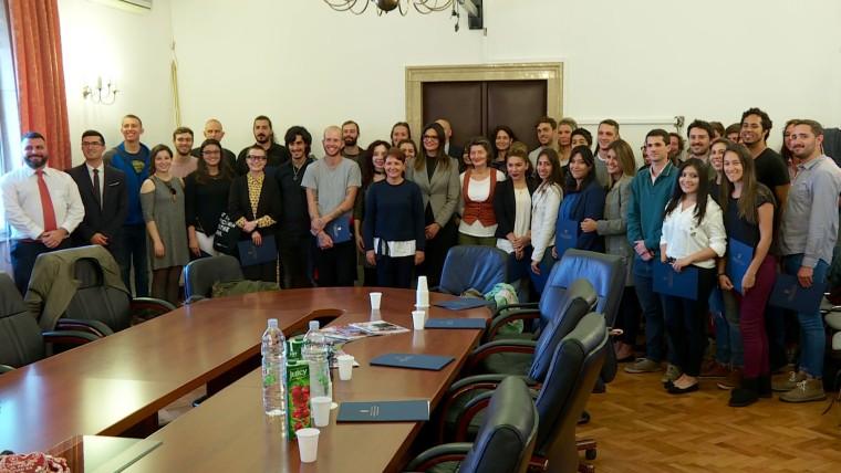 Firma de los contratos para 56 becarios de la Oficina Estatal (Foto: Mariana Cámpera/Voz de Croacia)