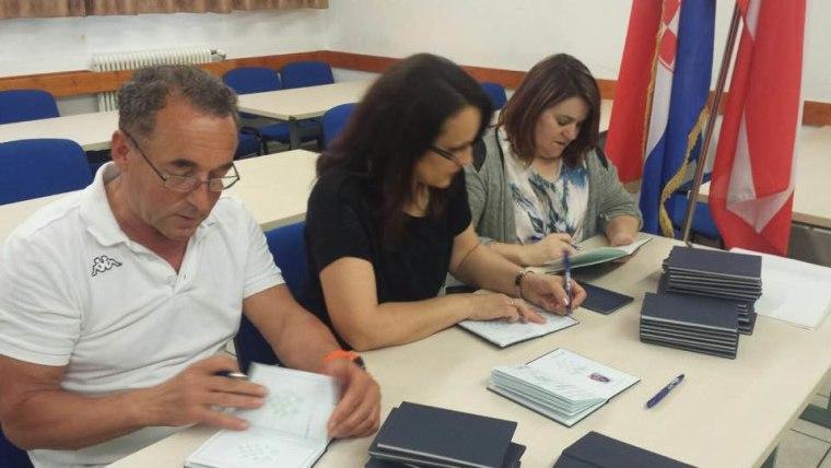 Učitelji volonteri Hrvatske dopunske škole (Foto: Mirjana Kukavica)