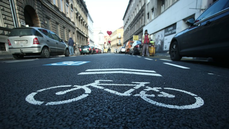 Bike sign on road (Photo: Sanjin Strukic/PIXSELL)