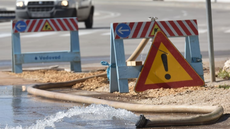 Broken water main (Photo: Dino Stanin/PIXSELL)