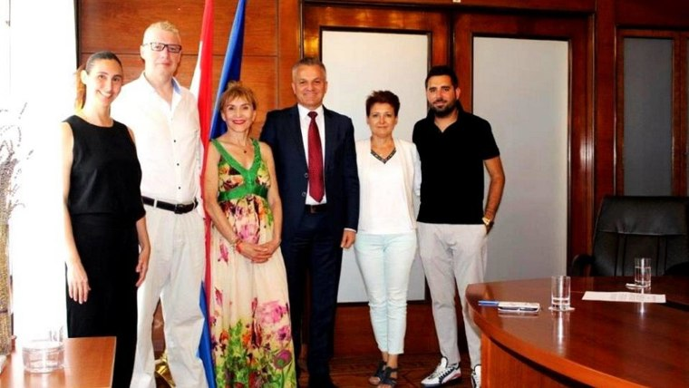 State Secretary Milas with recipients of Croatian ciitizenship  (PHOTO Facebook)