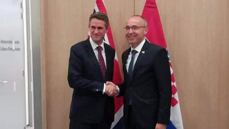 Der britische Verteidigungsminister Gavin Williamson und der kroatische Verteidigungsminister Damir Krstičević. (Foto: MORH)