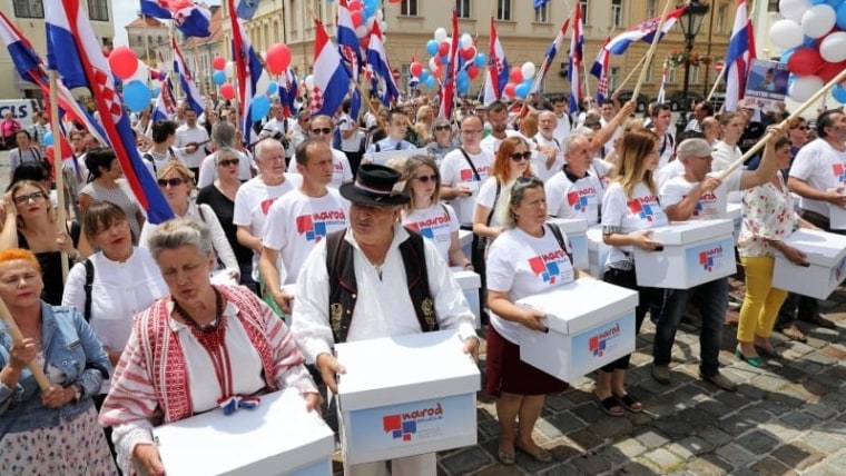 """The """"People Decide"""" initiative delivering signatures for a referendum to parliament. (Photo: Patrik Macek/PIXSELL)"""