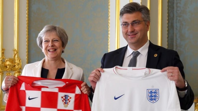 Theresa May and Andrej Plenković exchange team jerseys (Photo: Croatian Government/Twitter)