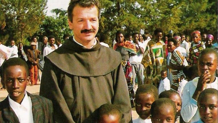 Fra Vjeko Ćurić, u Ruandi (Foto: www.vjeko-rwanda.info)