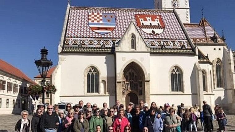 Zajednička fotografija ispred crkve Sv. Marka u Zagrebu ( Foto: screenshoot matis.hr)