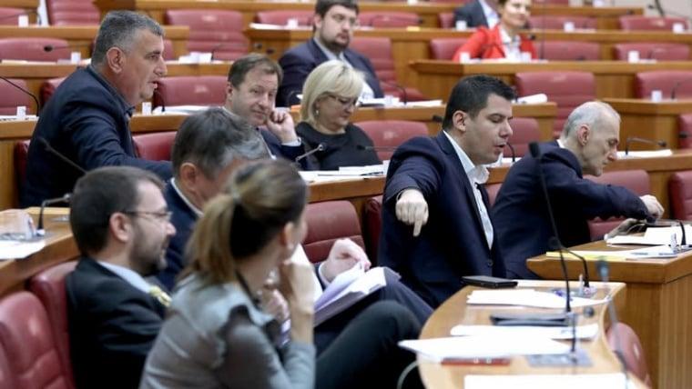 Most MP Nikola Grmoja speaks during the budget bill debate (Patrik Macek/PIXSELL)
