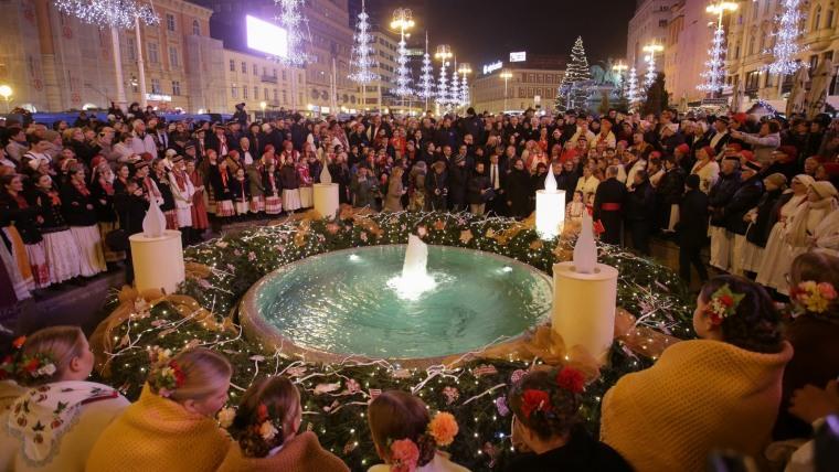 Feierliches Einläuten der Adventszeit auf dem Zagreber Jelačić Platz (Foto: Matija Habljak/PIXSELL)