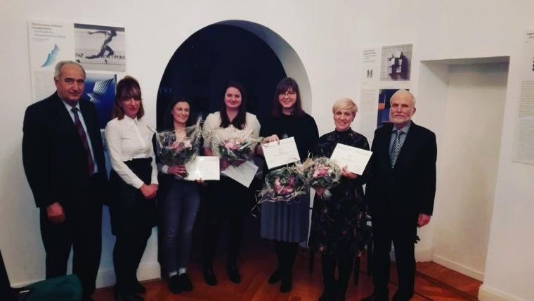 Martina Perković und die Gewinnerinnen des diesjährigen Wettbewerbs der Deutschen Gesellschaft für Kroatistik (Foto: HRT)