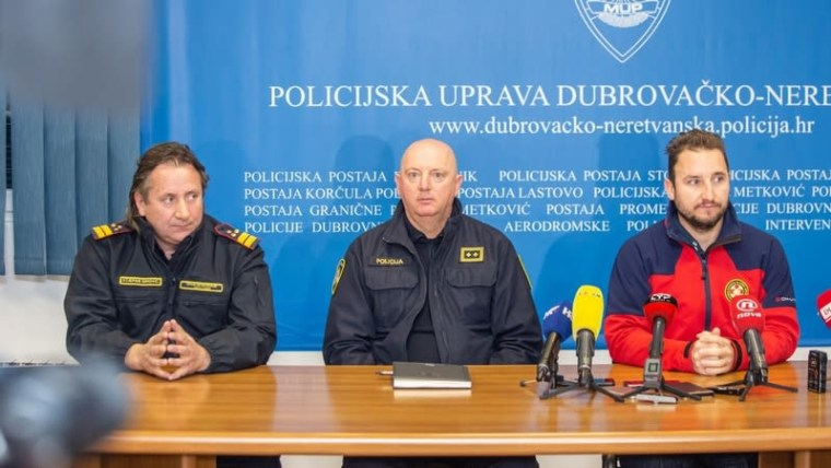 Emergency services representatives hold press conference in Dubrovnik (Photo: Grgo Jealvic/PIXSELL)