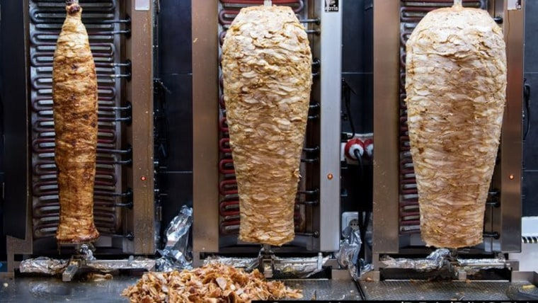 Tainted meat, imported from Poland, that ended up in kebabs was once again the topic of discussion in parliament. (Photo illustration: HRT)
