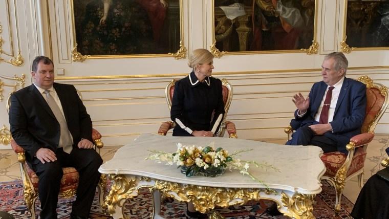 Die kroatische Präsidentin Kolinda Grabar-Kitarović mit des tschechischen Präsidenten Miloš Zeman und ihrem Ehemann (Foto: Ivica Grudiček_HRT)