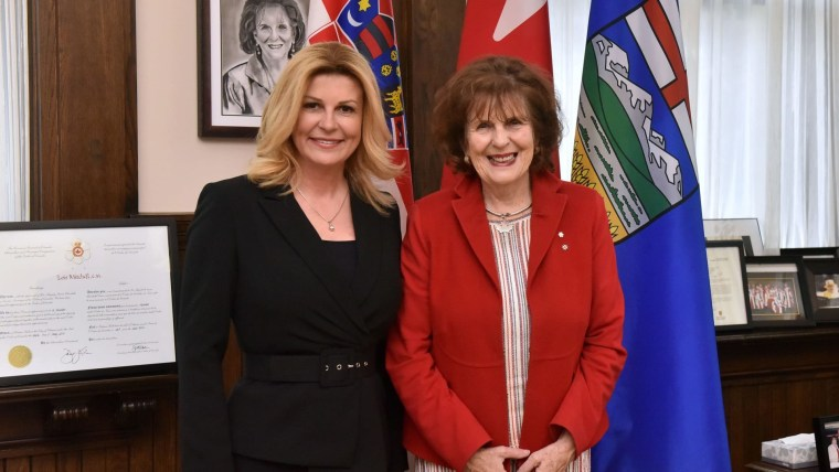 Croatian President Kolinda Grabar-Kitarović and the Lieutenant Governor of Alberta Lois Mitchell. (Photo: President's office)