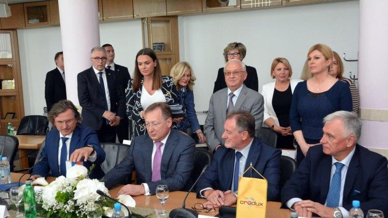Bei der Vertragsunterschrift in Slavonski Brod(Foto: Ivica Galovic / PIXSELL)