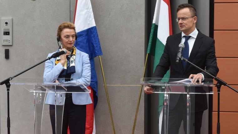 Die kroatische Außenministerin Marija Pejčinović Burić und der ungarische Außenminister Peter Szijjarto (Foto: Davorin Visnjic / PIXSELL)