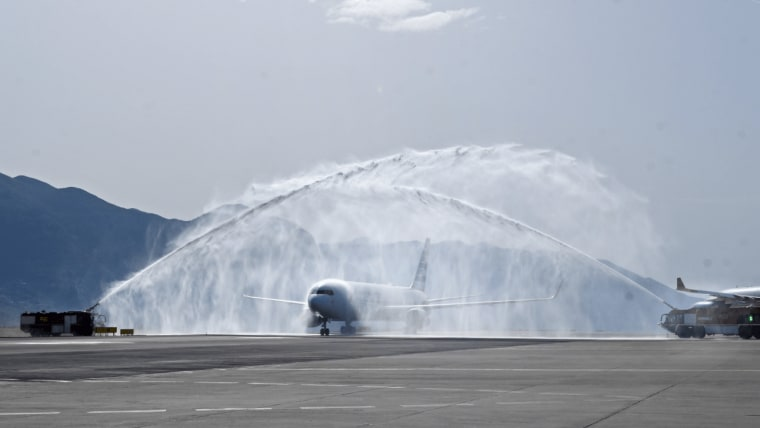 The first American Airlines flight from Philadelphia arriving at the Dubrovnik airport. (Photo: Grgo Jelavic/PIXSELL)