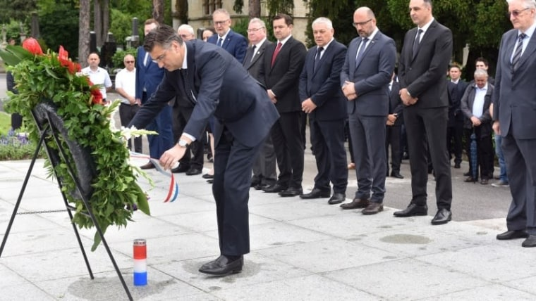 Croatian Democratic Union President and Prime Minister Andrej Plenković laying a wreath at the grave of Croatia's first president Dr. Franjo Tuđman. (Photo: Davorin Visnjic/PIXSELL)