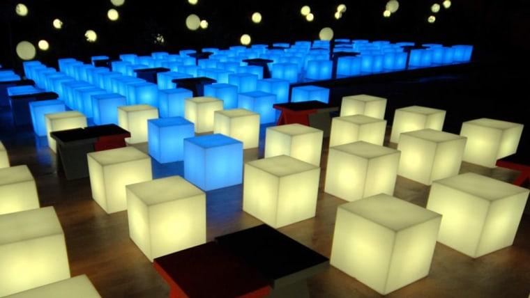 Posebno izrađen svijetleći namještaj za proslavu Teslina rođendana (Foto: prilika.eu/s dopuštenjem)