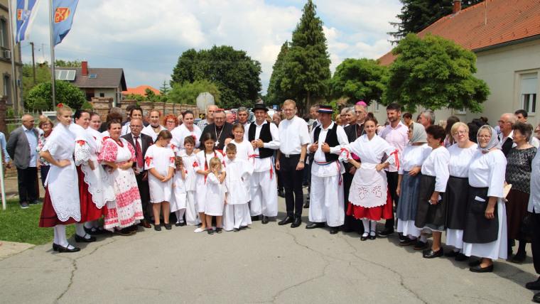 Sudionici manifestacije. (Foto: Đakovačko-osječka nadbiskupija)