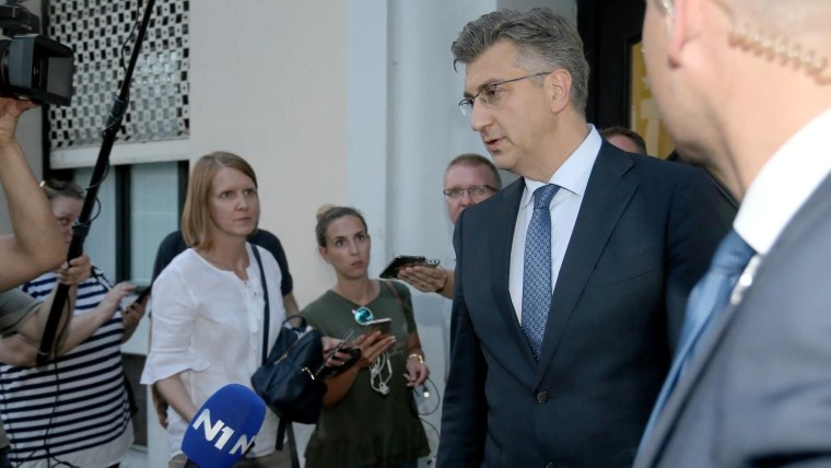 Prime Minster Andrej Plenković speaks to reporters prior to his meeting with the coalition partners (Dalibor Urukalovic/PIXSELL)