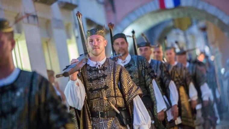 """Das mittelalterliche Sommerfestival """"Rabska fjera"""" auf der Insel Rab (Foto: Goran Kovačić/ Pixsell)"""