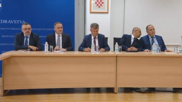 Gesundheitsminister Milan Kujundžić (mitte) bei den Gehaltsverhandlungen mit den Gewerkschaften (Foto: HRT)