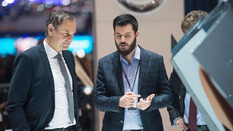 Oliver Blume, CEO Porsche AG, Mate Rimac, CEO Rimac Automobili, von l.n.r. (Foto: Porsche AG)