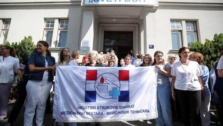 Doctors, nurses, and other medical staff have been protesting in front of hospitals for the past week to call attention to their demands for better working conditions and higher pay (Photo: Gordan Stanzl/PIXSELL)